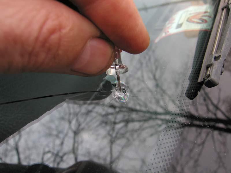 Ремонт трещин на стекле автомобиля своими руками